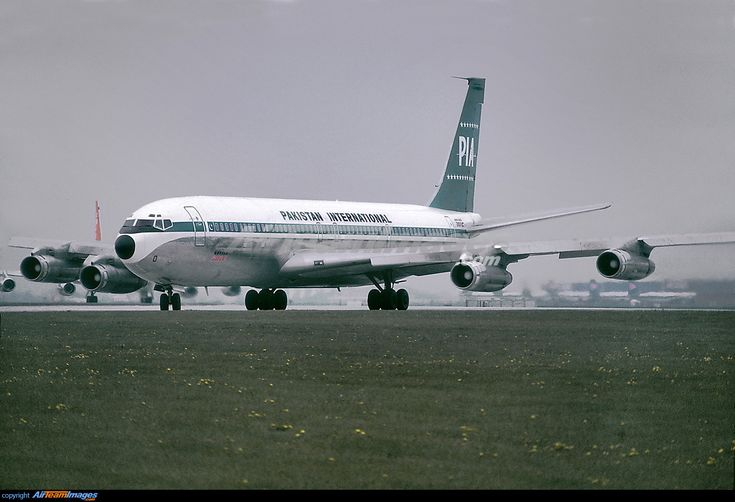 PIA Pakistan International Airlines Boeing 707-300