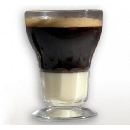 """Wenn Sie in Cartagena, Spanien in einer Cafeteria oder einer Kneipe einen """"Asiatico"""" bestellen, bekommen Sie ihn immer in solch einem Glas."""
