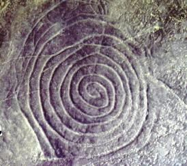 4 B. SIMBOLISMO Y SIGNIFICADO. Otras obras paleolíticas asociadas al pensamiento mágico son las pinturas usadas en los rituales de iniciación, las pinturas de ritos de fertilidad (pintados facilitan la reproducción), los grabados de culto astral, los símbolos masculinos y femeninos (en ocasiones simbolizados con animales), la representación de chamanes (rituales religiosos).Por todas estas representaciones podemos afirmas que el arte parietal esta muy relacionado con la espiritualidad.