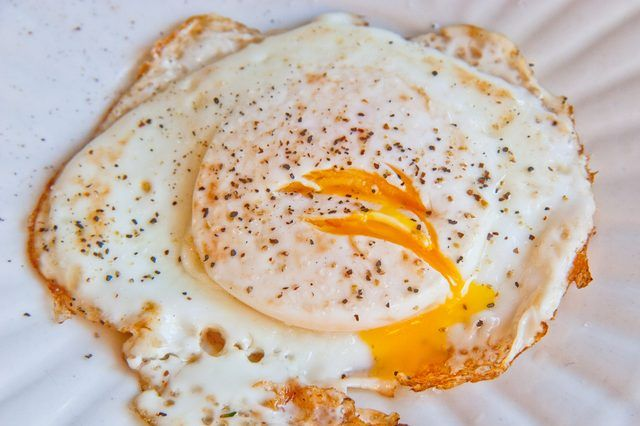 My fav way to have my eggs but the hardest to order and actually have them cooked correctly at a restaurant!  How to Cook Fried Eggs Over Medium