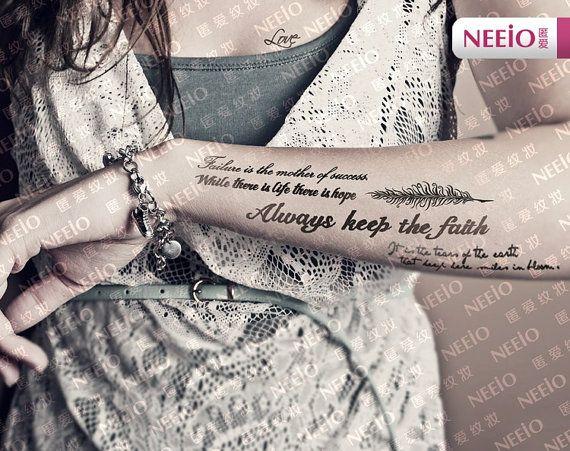 J'aime l'idée de tatoo écrit sous l'avant bras
