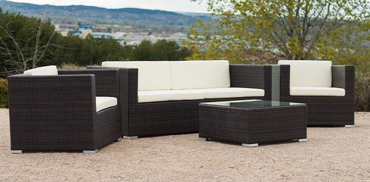 Conjunto de sofá de ratan sintético. Da un toque de elegancia a tu terraza o jardin. Conjunto completo, por sólo 645 € http://www.neoture.es/productos/mobiliario-exterior/sense/