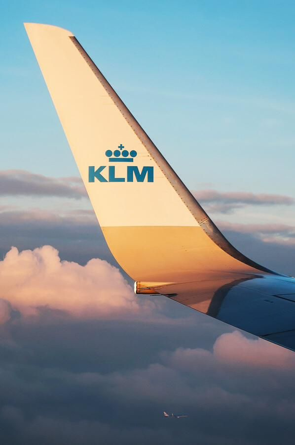 Plane views from my window seat - KLM - Parallel approach with a company B737!