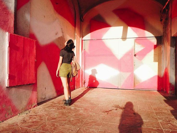 după blocurile roz. take 2 - cu @teodora.ungureanuuu  . . . #pink#space#portrait#me#architecture #igersromania#igersbucharest#ig_bucharest#AoV#outofthisworld#artphoto#visualmood#vsco#exploretocreate#createcommune#MoodyGrams#cheadsmagazine#peoplescreatives#creativemag#visualtraveller#landscape_captures#agameoftones#fashionblogger#instaart#naturelovers#naturephotography#landscape_lovers#moodyweather#beautifulplace#creativesnack