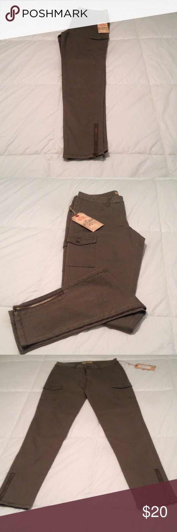 Ed Hardy ladies cargo pants Women's twill skinny cargo pants. Size 28. Color: Greenwish. Never worn. Ed Hardy Jeans Skinny