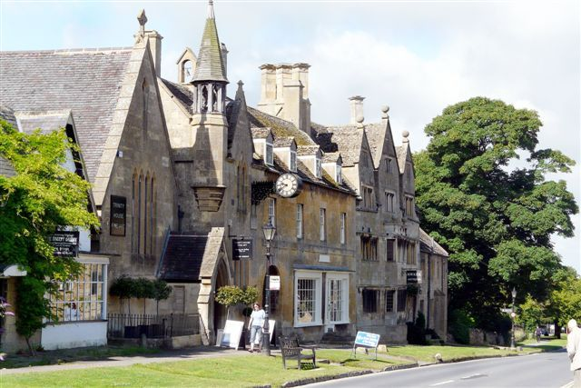 A Tudor House in Broadway in the beautiful Cotswolds!