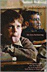 De as van mijn moeder / Frank McCourt / 1996 De auteur werd in 1930 als kind van Ierse immigranten in New York geboren. Na de dood van een zusje gaat het gezin terug naar Ierland. De vader is vaak werkeloos -en nog vaker dronken- en het steeds groter wordende gezin leeft in bittere armoede in Limerick. In dit boek beschrijft McCourt zijn jeugd, van zijn 6e tot zijn 19e jaar: één 'struggle for life', gezien door de ogen van een kind: vol verwondering, naïef, soms cru en steeds ontwapenend.