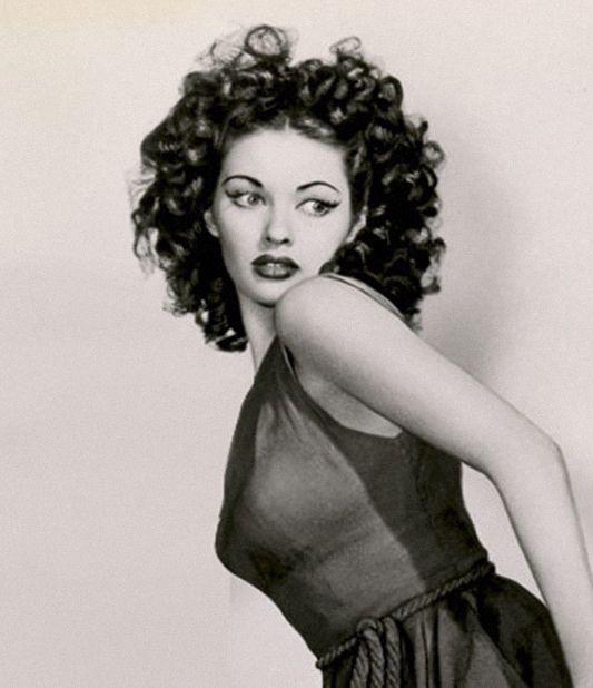 Yvonne De Carlo (Lily Munster) 1947