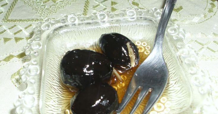 Και μετά το γλυκό πορτοκάλι, έρχομαι να σας γλυκάνω με κάτι άλλο! Γλυκό καρύδι αυτή τη φορά!! Χρονοβόρο, αλλά αξίζει!!  Υλικά : ...