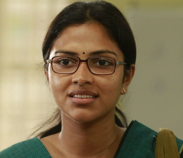 Tamil Actress Amala Paul Without Makeup Face Closeup With Glass