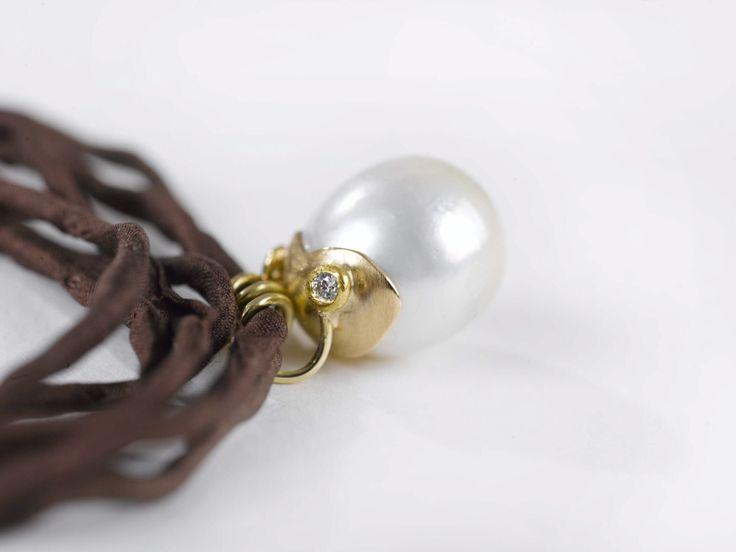 Necklace South sea pearl. 18c gold. Diamond.Silk.