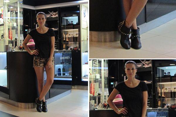 Luli Fernández, súper canchera con remera negra, short camuflado y booties con tachas. Foto: Gentileza zelmirakconsultora.com