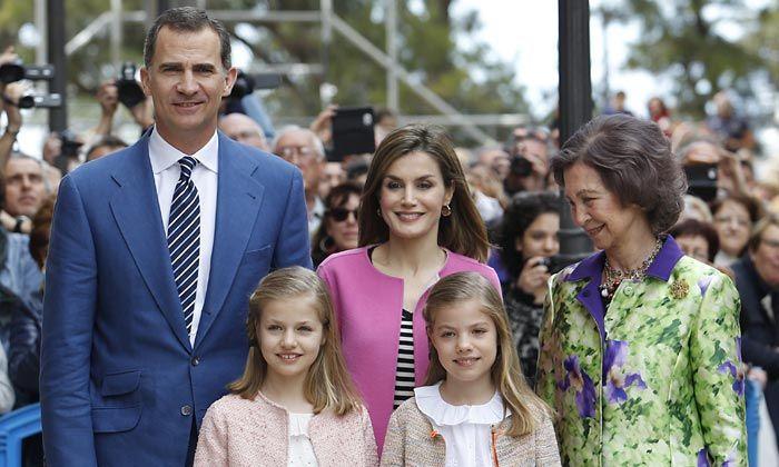La princesa Leonor y la infanta Sofía, alegría primaveral en la Misa de Pascua de Palma de mallorca, Spain.  Don Felipe y doña Letizia han presidido su segunda Misa de Pascua en Palma de Mallorca como Reyes, y han estado acompañados por sus hijas y por la reina Sofía