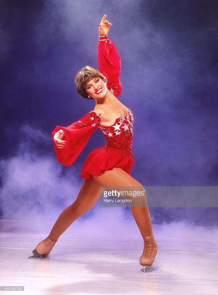ice skater Dorothy Hamill poses for a portrait in 1984 in Los Angeles, California.
