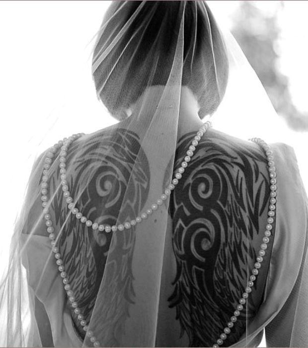 17 meilleures id es propos de tatouages aile d 39 ange sur pinterest tatouages d 39 ailes - Tatouage ailes d ange ...
