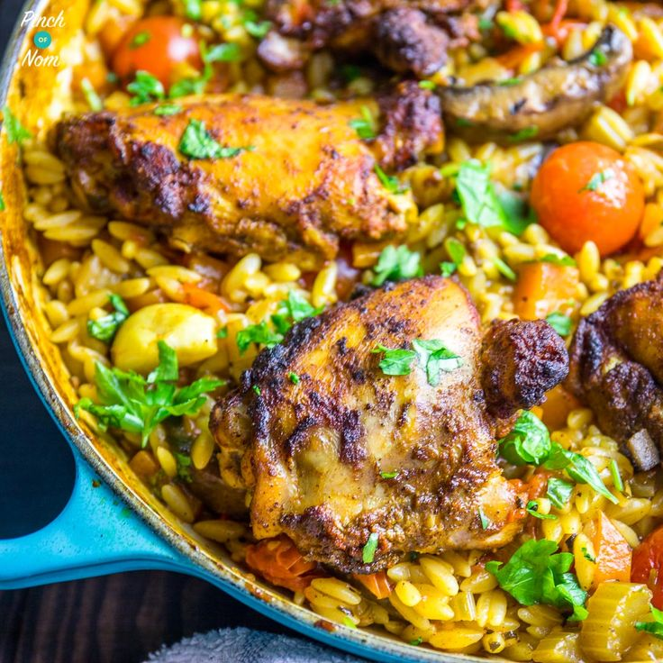 Autumn is here, but this Syn Free One Pot Mediterranean Chicken Orzo is one of those Slimming World dishes that reminds you of summer!