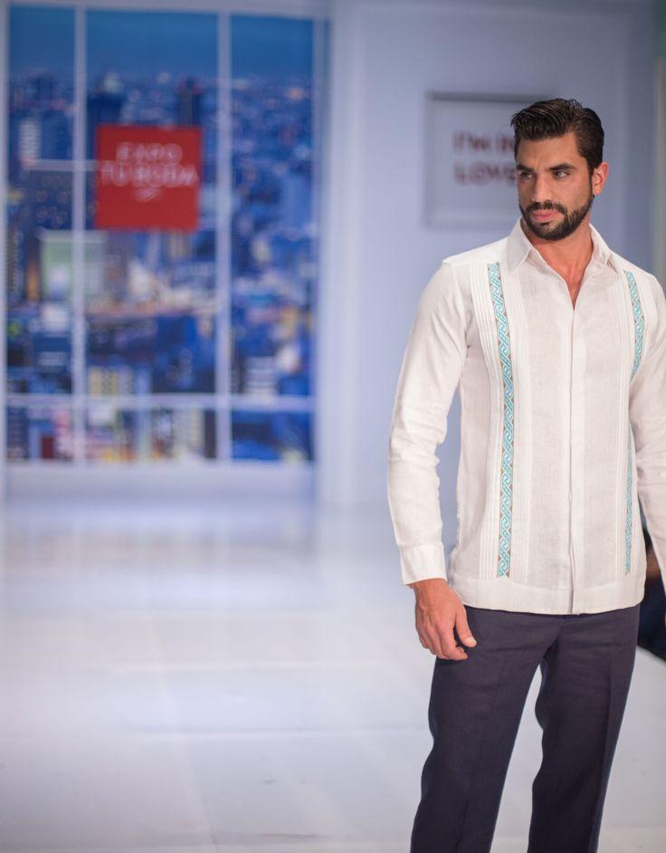 Pasarela colección 2016 - Guayaberas para hombre en telas orgánicas: lino, algodón y bambú.