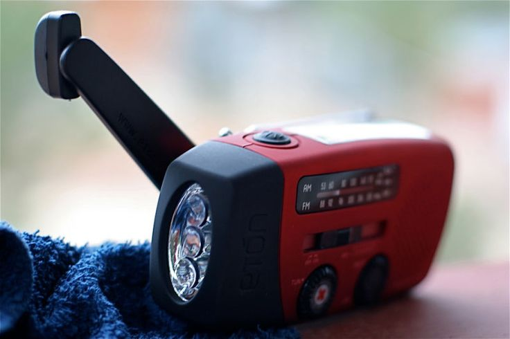 How to Choose a Reliable Emergency Radio (and Some Good Ones to Buy)