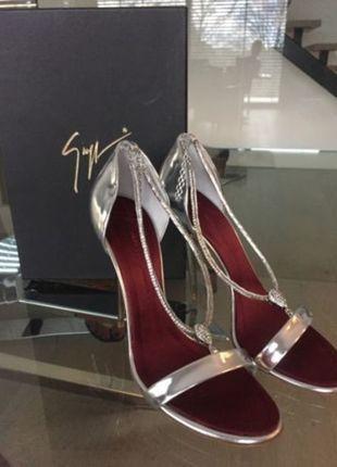 Kaufe meinen Artikel bei #Kleiderkreisel http://www.kleiderkreisel.de/damenschuhe/sandalen/124454362-giuseppe-zanotti-sandalen-silber