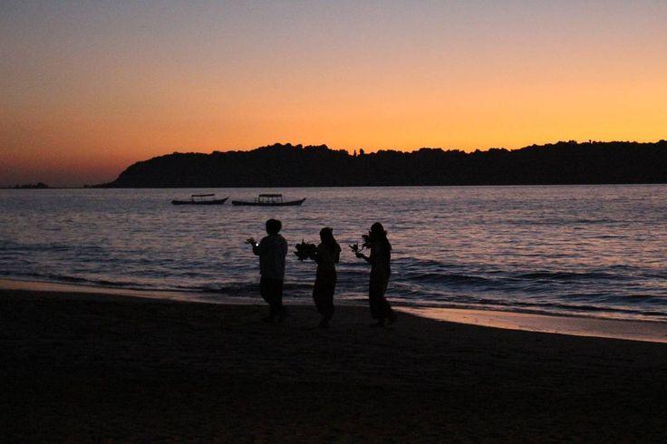 Ngapali Sunset pt. 2  #ngapalisunset #sunsets #sunset #breathtaking #spectacular #offthebeatenpath #ngapalibeach #beach #ocean #explore #beauty #peaceful #beautifulnature #nature #myanmar #myanmar🇲🇲 #goldenmyanmar #burma #burmese #travelphotography #travel #asia #southeastasia #local #locallife #amazing #scenery #boats