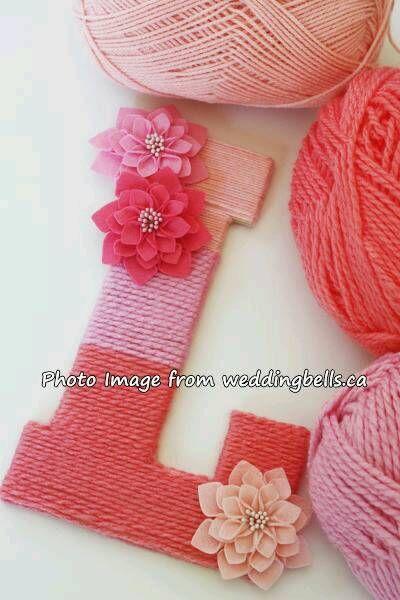 色が異なる毛糸を巻き付けています。このアイデア、まねしたい!