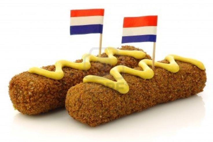 Twee Nederlandse snacks riep kroket met mosterd en Nederlandse vlag tandenstokers op een witte achtergrond Stockfoto - 15050412
