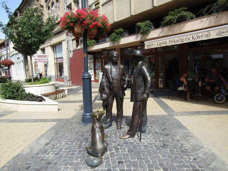 Rippl Rónai szobor az Ady Endre utcában