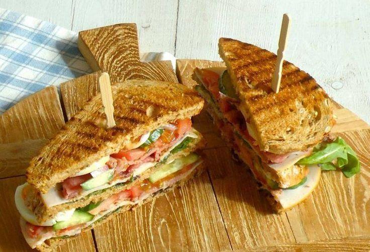 "#Summer Junk: Ένα Club Sandwich μόνο με 300 θερμίδες Υγιεινό fast food με απλές ""διορθωτικές"" κινήσεις."