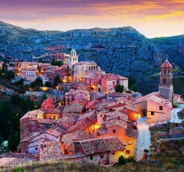 10 Pueblos europeos antiguos que debes visitar antes de morir. En el #8 voy a pasar mi luna de miel.