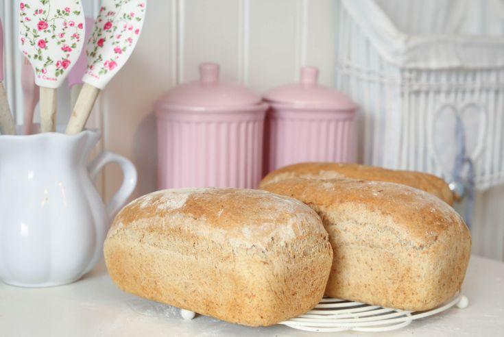 Dere er kanskje lei av brødoppskrifter her, men jeg baker jo 2 x i uka brød så jeg må jo bare leg...