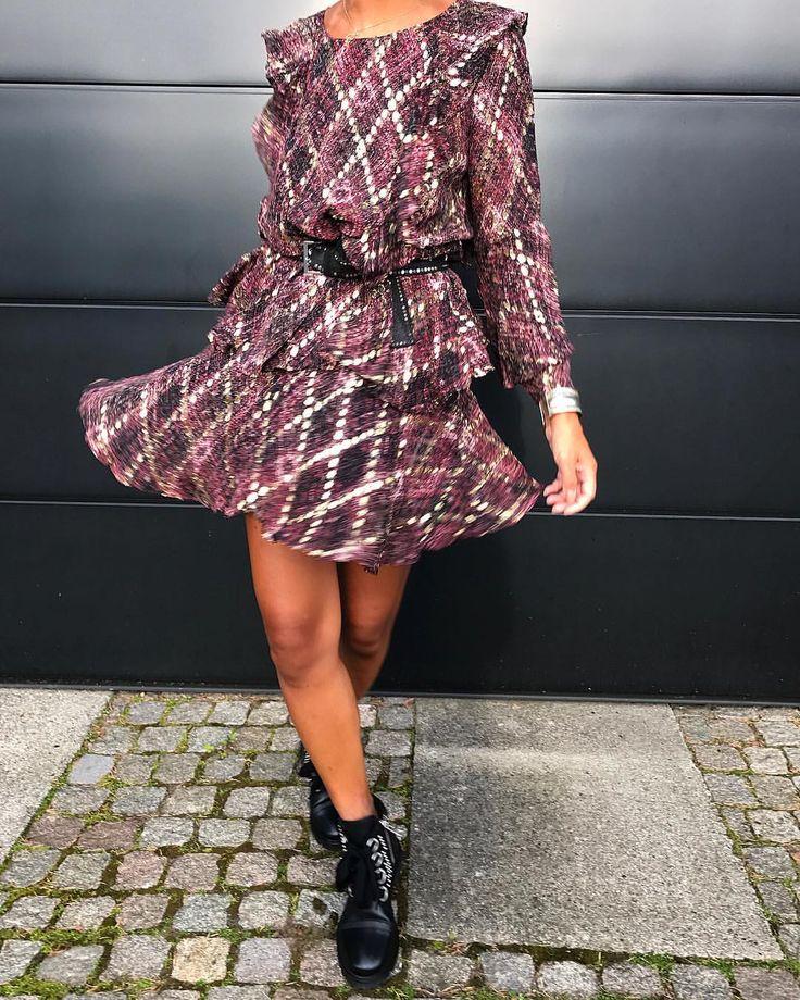 """227 Synes godt om, 7 kommentarer – Maria Berg (@bergshop) på Instagram: """"Swinging Thursday 🖤 Silk dress Munthe, boots Zadig & Voltaire @muntheofficial #style #look…"""""""