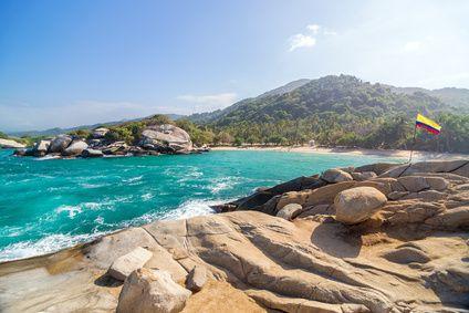 Kolumbiens Karibikküste hat mit traumhaften Sandstränden, einzigartigen Städten mit Kolonialbauten und dem Tayrona Nationalpark viel zu bieten.