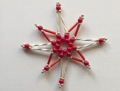 Vánoční ozdoby z korálků, které rozzáří každý vánoční stromeček. Vyrobené z korálků a měděného drátku. Velikost 7,5 cm. Různé barevné kombinace. Pokud by se vám líbily jiné barvy, po dohodě ozdobu vytvořím na vaše přání.