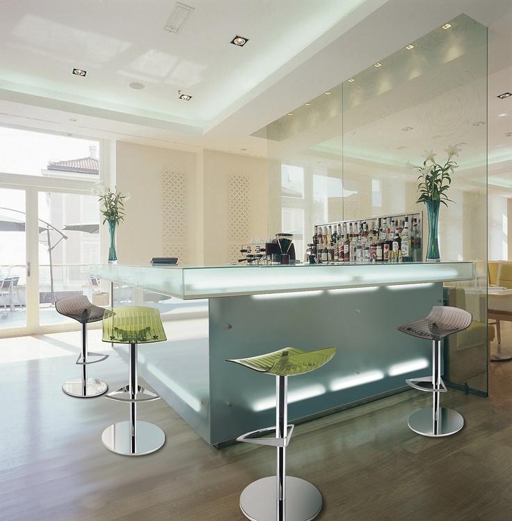 https://i.pinimg.com/736x/4b/0f/50/4b0f5012cf79fccb935a41b03b1cbebf--modern-home-bar-modern-homes.jpg