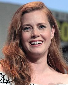 Amy Adams speaking at the 2015 San Diego Comic-Con International (cropped).jpg