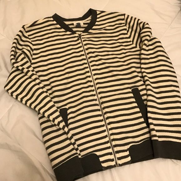 ✨WINTER SALE✨ NWOT Old Navy zip up/jacket NWOT. Never worn. Hard to see in pics but the stripes are cream and hunter green. Full zipper in front. Two front pockets. Fashionable and pretty warm. Old Navy Sweaters