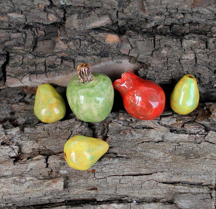 """Купить Бусины керамические """"Фрукты"""" - комбинированный, комплект бусин, керамические бусины, красный зелёный жёлтый"""