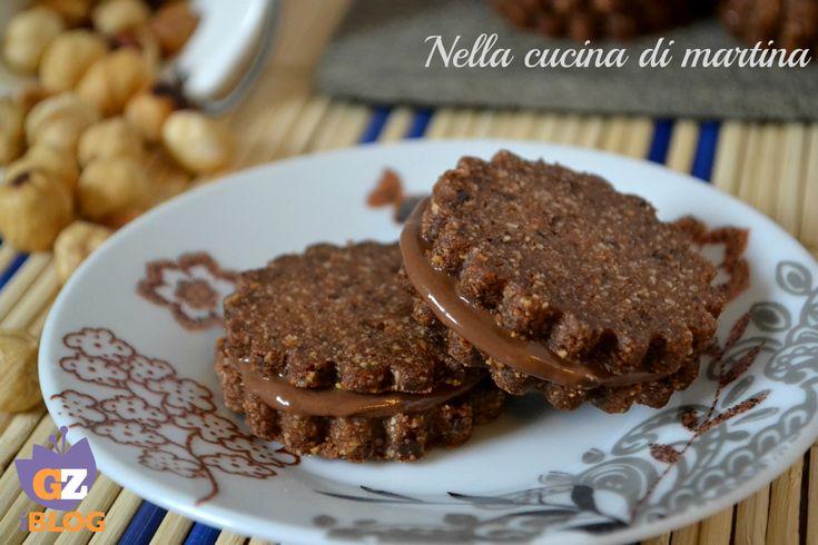 Questi biscotti al cioccolato sono ideali per una golosissima colazione o una merenda tra amiche.