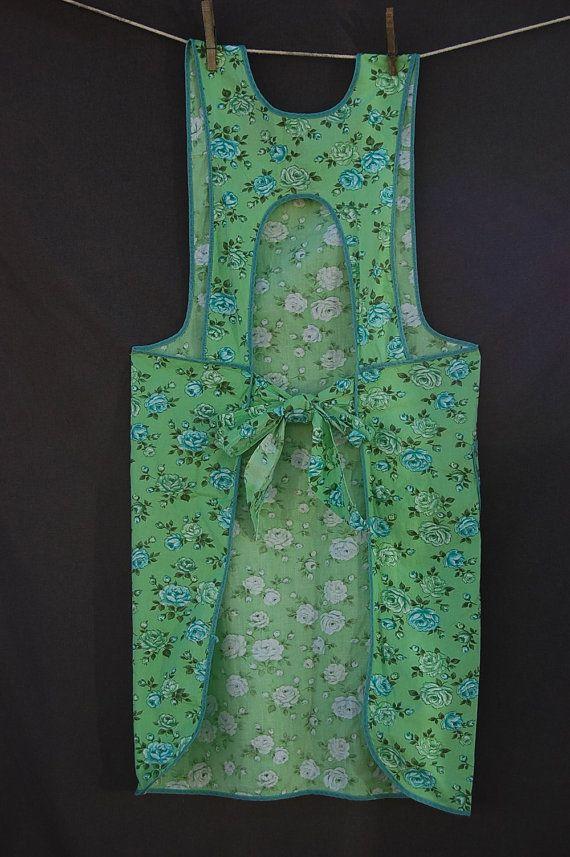 Vintage full apron with yoke rose flower pattern in greens ...