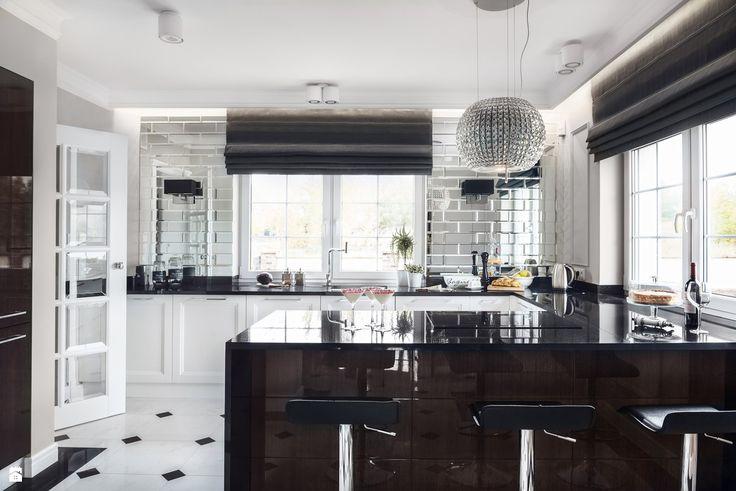 Wystrój wnętrz - Kuchnia - styl Glamour. Projekty i aranżacje najlepszych designerów. Prawdziwe inspiracje dla każdego, dla kogo liczy się dobry gust i nieprzeciętne rozwiązania w nowoczesnym projektowaniu i dekorowaniu wnętrz. Obejrzyj zdjęcia!