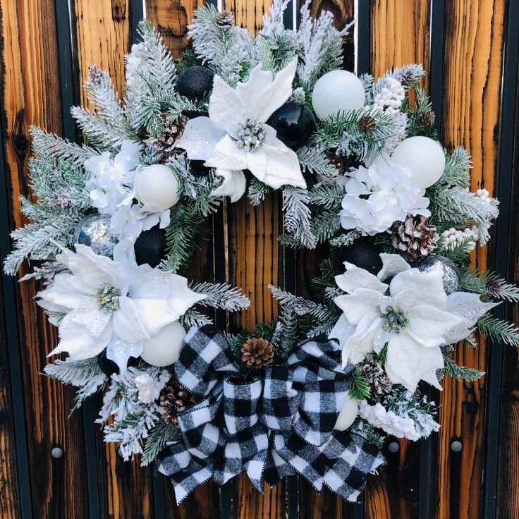 Christmas wreath, holiday wreath, black and white flannel