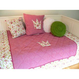 http://www.livin-design.de/0132L-Tagesdecke-Plaid-Quilt-CROWN-rot-rosa-weiss-140x200-cm-2012111500117-113-0132L
