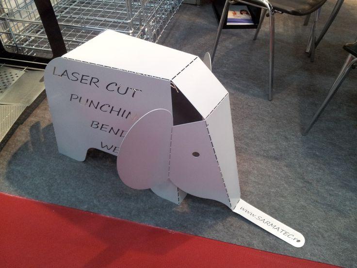 Targul International Tehnic TIB 2013: un elefant de tabla la standul unui client al SM TECH :-)