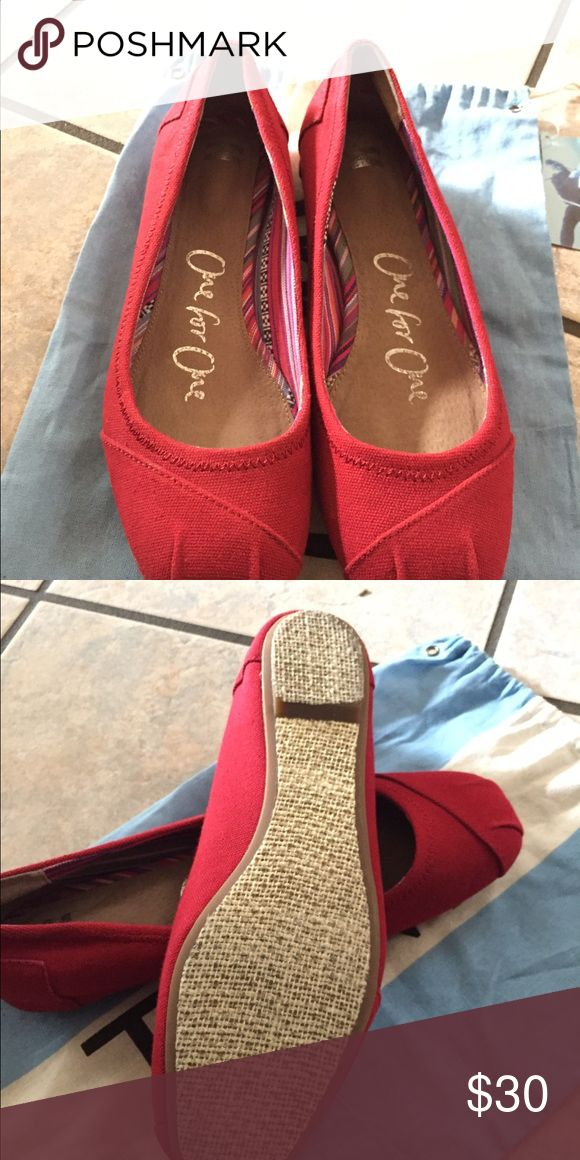 Women's toms Excellent used condition like new TOMS Shoes Flats & Loafers