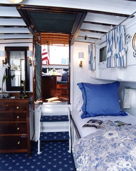 Adorable boat interior - Gauthier Stacy Interior Designer@deringhall