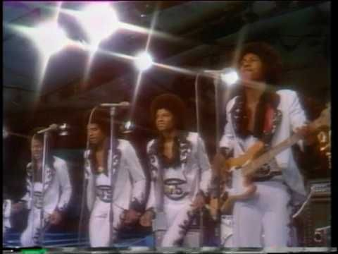 1974 MDA Telethon - Michael Jackson & the Jackson Five....makes you have to get up and dance.......:D