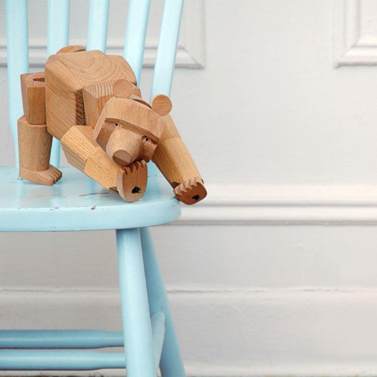 Bärenstark! Der aus Buchenholz hergestellte Ursa der Bär von areaware ist zeitlos schön.