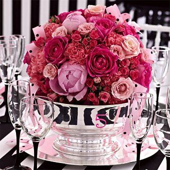 Black and pink decoration for your wedding in France ! | Weddings on the French Riviera @Kylie Barnes