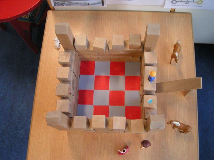 De plattegrond van het kasteel is gebouwd om een tegelvloer van vloermozaiek