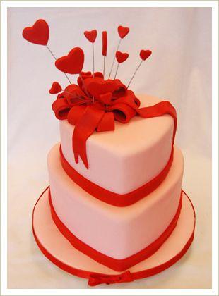 Very pretty valentines cake!